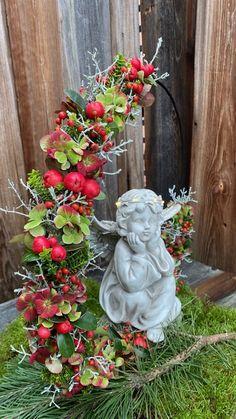 Front Garden Entrance, Funeral, Floral Arrangements, Garden Sculpture, Centerpieces, Shabby, Holiday Decor, Outdoor Decor, Flowers