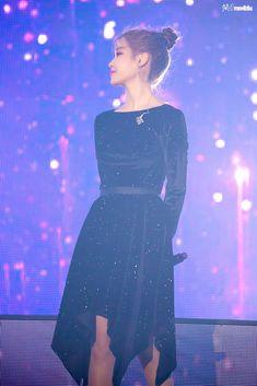 Kpop Outfits, Dress Outfits, Kpop Mode, Blue Velvet Dress, Moon Goddess, Kpop Fashion, Korean Singer, Dress Skirt, Actresses