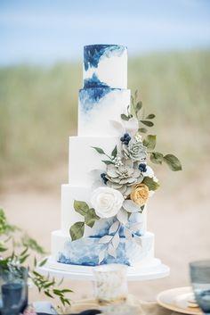 20 Wonderful Wedding Cakes Ideas That Looks Pretty wedding Cakes blue Crazy Wedding Cakes, Beautiful Wedding Cakes, Perfect Wedding, Dream Wedding, Blue Wedding Cakes, Blue Weddings, Summer Weddings, Tiered Wedding Cakes, Modern Wedding Cakes