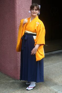 A woman wearing kimono and hakama.