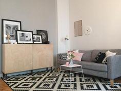 Wohnzimmer Ecke In Berliner WG Zimmer Graue Couch Mit Farblich Passenden Kissen Sowie