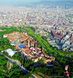 In the on the orders of Gen Franco, a miniature of Spain was built containing 20 or so mini versions of outstanding Spanish architecture. Barcelona Guide, Barcelona City, Barcelona Catalonia, Roman City, Spanish Architecture, Beautiful Places In The World, Places Of Interest, Best Cities, Great View