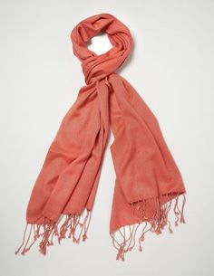I live in SoCal, so scarves are more of a fashion accessory than something to keep you warm. This definitely is a pop of color! #coral #SephoraColorWash