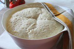 Impasto per pizza, ricetta base. La base ideale per pizze basse e croccanti o alte e morbide, con un solo impasto. Impasto per pizza, ricetta base