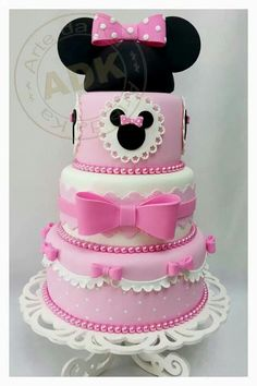 Beautiful Cake Pictures: Minnie Mouse Pink Bows Birthday Cake - Birthday Cake, Themed Cakes - P. Bolo Fake Minnie, Bolo Do Mickey Mouse, Mickey And Minnie Cake, Minnie Mouse Theme, Minnie Mouse Baby Shower, Mickey Cakes, Pink Minnie, Mickey Party, Beautiful Cake Pictures