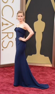 Amy Adams' dress at the #Oscars proves navy blue is the new black http://huff.to/1i5h1Vm pic.twitter.com/67kp05WNru