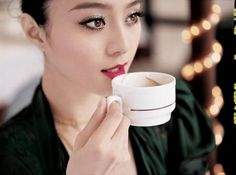 Fan BingBing - Classic red lip with lashes galore Fan Bingbing, Asian Bridal, Caramel Color, Chocolate Coffee, Great Hair, Red Lipsticks, Bridal Make Up, Makeup Inspiration, Asian Beauty