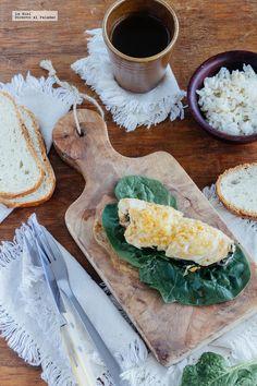 Pechuga de pollo rellena de espinacas y queso. Receta con fotografías de cómo hacerla y recomendaciones de cómo servirla. Recetas de pollo