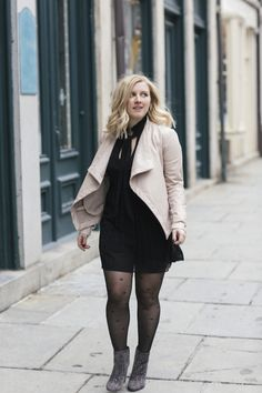 Learn how to style blush tones and all black everything with this outfit from New York Fashion Week!