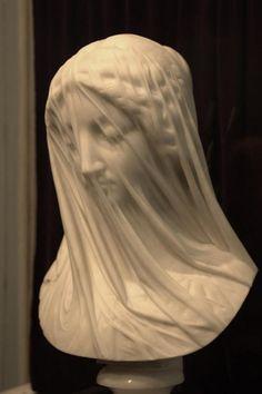 """Giovanni Strazza (1818-1875) """"La Virgen con velo"""" {tallada en mármol de Carrara}"""