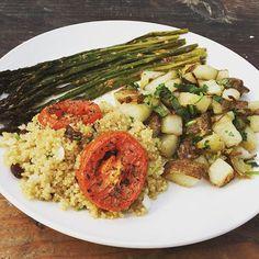 Organic Vegan Plate 🤗#organic #organicfood #asparagus #oliveoil #garlic #paprika #himalayansalt #tomatoes#thyme #quinoa #raisins #greenonion #potatoes #cilantro #intuitiveeating #healthyfood #lovehealthyfood #vegan #vegetarian