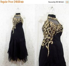 Vintage 1970s disco dress flutter sleeves swingy skirt and ties at shoulder a soft knit sensation with a lacy bodice Vintage size 910