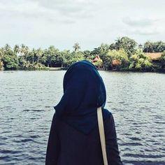 hijab, modest, and pier afbeelding - Argoratta Hijab Niqab, Mode Hijab, Hijab Outfit, Niqab Fashion, Street Hijab Fashion, Hijab Style, Hijab Chic, Beautiful Muslim Women, Beautiful Hijab