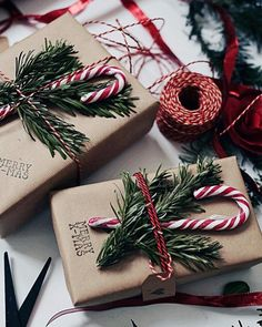 Add a bit of foliage and a candy cane to each gift to make sure you have a . Fügen Sie ein wenig Laub und eine Zuckerstange zu jedem Geschenk hinzu, um wirk… Add a little foliage and a candy cane to each gift to really make friends and family a … Christmas Mood, Noel Christmas, Holiday Fun, Festive, Christmas Cookies, Elegant Christmas, Scandinavian Christmas, Beautiful Christmas, Hygge Christmas