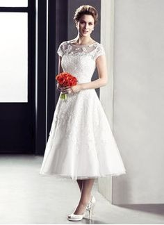 A-Line/Princess Scoop Neck Tea-Length Tulle Lace Wedding Dress With Beading Appliques Lace