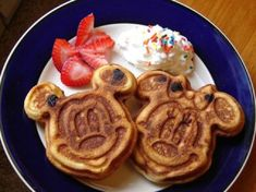 NEW FALL 2014 Free Dining Dates Released! - Information about the Disney Free Dining Plan Promotion at Walt Disney World Resort and Theme Parks in Orlando, Florida Disney Character Dining, Cute Food, Yummy Food, Tyler Florence, Disney Food, Walt Disney, Disney Deals, Disney Snacks, Disney Travel