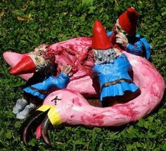 How lawn flamingos die...