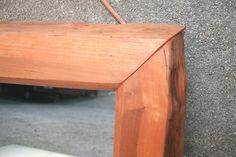 Specchio in legno massello di Ciliegio con particolare inserto a 45°.