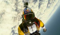 Breathtaking high altitude acrobatic skydiving - Red Bull Skycombo