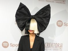 Pictures Of Maddie Ziegler WITH SIA WIG HAIRSTYLE
