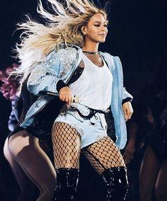 """206 Me gusta, 2 comentarios - Beyoncé Knowles Carterrr (@beyonce_knowles_carterrr) en Instagram: """"The Outfit reminds me at the OTR... #beyoncé #beyonce #yoncé #yonce #beyhivefamily #beyhive…"""""""