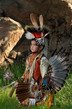 Photo by Scott Ridgway.he's very handsome. Native American Regalia, Native American Children, Native American Pictures, Native American Quotes, Native American History, American Symbols, Native American Photography, Native Child, Native American Paintings