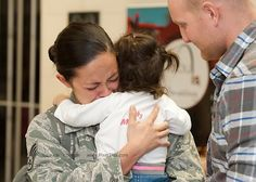 PFS-Soldiers Coming Home Best Surprise Compilations-Patriot Funnel System Soldier Surprises, Welcome Home Soldier, Soldiers Coming Home, Military Homecoming, Happy Memorial Day, Faith In Humanity, Veterans Day, Great Love, First Love