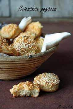 Csicsókás pogácsa Hamburger, Nom Nom, Cereal, Muffin, Paleo, Breakfast, Food, Morning Coffee, Essen