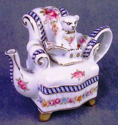 <3 Mini Porcelain Bear in Floral Chair Teapot
