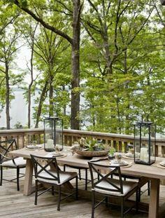 terrasse extérieure avec des meubles en bois