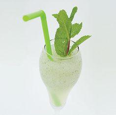 Receta de Sorbete de mojito Mojito, Cocktail Drinks, Cocktails, Paper Beads, Hurricane Glass, Gelato, Glass Of Milk, Smoothies, Beverages