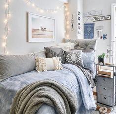 Dorm Room Bedding, Dorm Room Walls, Cool Dorm Rooms, Dorm Room Headboards, College Bedroom Decor, Room Ideas Bedroom, College Dorm Rooms, Girl Dorm Decor, Preppy Dorm Room