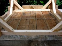 Tutorial: How to make a pallet table  *Seemingly, a little more comprehensive for novices.