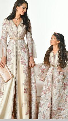 Caftan 2018 de Luxe Selma Ben Omar New Collection Abaya Fashion, Muslim Fashion, Fashion Dresses, Gothic Fashion, Morrocan Dress, Mother Daughter Fashion, Caftan Dress, Hijab Dress, Fashion Kids
