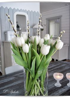 51 Adorable Tulips Arrangements Tulips are truly spring flowers, and they can easily turn your home into a spring oasis. I've prepared some arrangement ideas that can be easily repeated . Fresh Flowers, Spring Flowers, Beautiful Flowers, White Tulips, White Flowers, Deco Nature, Spring Home Decor, Deco Table, Seasonal Decor