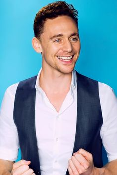Tom Hiddleston photographed by Denise Truscello at the 2013 D23 Expo on August 9, 2013. Full size image: http://ww4.sinaimg.cn/large/6e14d388gw1f2vby34cm1j20rs15o11b.jpg Source: Torrilla, Weibo http://www.weibo.com/1846858632/DqOaE0sYA?from=page_1005051846858632_profile&wvr=6&mod=weibotime&type=comment#_rnd1460555317065