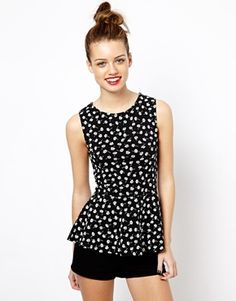 Heidi, Rebecca, Isy, Liz...hmmm...which one of you?Love love! New Look Daisy Print Peplum Top