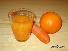 Mrkev oloupeme, nakrájíme na silná kolečka, zalijeme asi 500 ml vody, přidáme kapku oleje a pod pokličkou vaříme asi 25 minut, až je mrkev měkká.... Grapefruit, Cantaloupe, Smoothies, Carrots, Orange, Vegetables, Recipes, Food, Fitness
