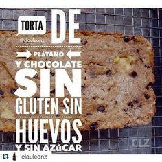 #Repost @clauleonz with @repostapp ・・・ Torta de plátano y chocolate sin gluten, sin huevos, sin azúcar sin TACC . {Plátano = Cambur / Banana / Guineo} Necesitas: 1 taza de harina de almendra -> #harinadealmendraclz 1 taza de harina de coco (pueden usar cualquier otra harina) 1/2 cucharadita de bicarbonato de sodio 1/2 cucharadita de polvos para hornear 1/4 de cucharadita de sal marina 3 plátanos muy maduros y grandes ó 4 si son pequeños 1/2 taza de aceite de coco en estado líquido…