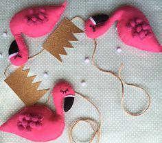 How to make DIY pink flamingo felt garland