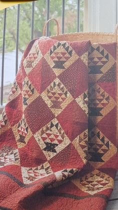 Fall Quilts, Scrappy Quilts, Antique Quilts, Vintage Quilts, Winter Lodge, History Of Quilting, Red And White Quilts, Bee Creative, Civil War Quilts