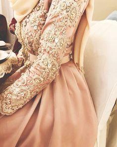 Maghrebi Beauty | Moroccan | Nuriyah O. Martinez | 73 vind-ik-leuks, 5 reacties - Juliet Nisa (@julietnisa) op Instagram: 'Last one ok ♀️♀️' Abaya Fashion, Muslim Fashion, Modest Fashion, Fashion Dresses, Kaftan Moroccan, Morrocan Dress, Abaya Mode, Hijab Stile, Oriental Dress