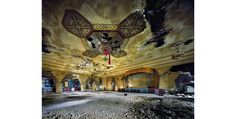 Salón de Baile, Detroit's Vanity