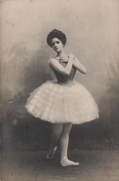 Lubov Egorova in the party for Raymonda in the ballet «Raymonda». Music by Alexander Glazunov. Choreographed by Marius Petipa. Mariinsky Theatre.