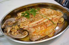 Este asado de pescado lo podéis utilizar tanto en el día a día como en celebraciones importantes, ya veis en la foto que tiene una gran presencia y lo más… Fish Recipes, Seafood Recipes, Fish Stew, Spanish Food, Spanish Recipes, Fish And Seafood, Tapas, Casserole, Zucchini