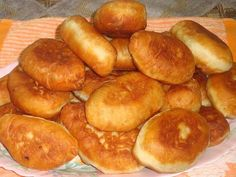 Melt in your mouth PIES. Ukrainian Recipes, Russian Recipes, Easy Cooking, Cooking Recipes, European Cuisine, Savory Pastry, Chef's Choice, Best Food Ever, International Recipes