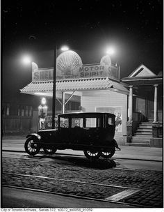 Vintage photographs of Toronto at night are a somewhat rare sight in the City's online archives. Despite the hundreds of historical photos we've sh. Old Gas Pumps, Vintage Gas Pumps, Vintage Photographs, Vintage Photos, Vintage Ideas, Ask The Dust, Shell Gas Station, Pompe A Essence, Gas Service