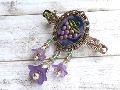 Flower hairclip with grapes in purple silver, Boho barrette pearl hair jewelry, polymer clay, small hair clip, gift for her - pinned by pin4etsy.com