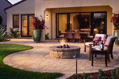 Backyard design ideas for your home. Landscaping, decks, patios, and more. Build the perfect outdoor living space Backyard Patio Designs, Backyard Landscaping, Arizona Backyard Ideas, Landscaping Ideas, Patio Grande, Verge, Casa Patio, Patio Wall, Design Jardin