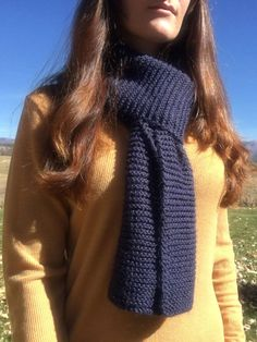 This easy knit scarf pattern for beginners uses only knit stitches to make a cla. This easy knit scarf pattern for beginners uses only knit stitches to make a classic garter stitch scarf. Pattern from L. Easy Scarf Knitting Patterns, Beginner Knit Scarf, Crochet Jacket Pattern, Easy Knitting Projects, Knitting Blogs, Knitting For Beginners, Knitting Stitches, Free Knitting, Start Knitting